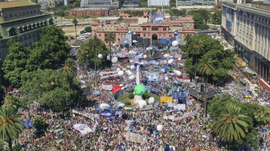 vista-aerea-festejo-plaza-de-mayo-10122019-817190